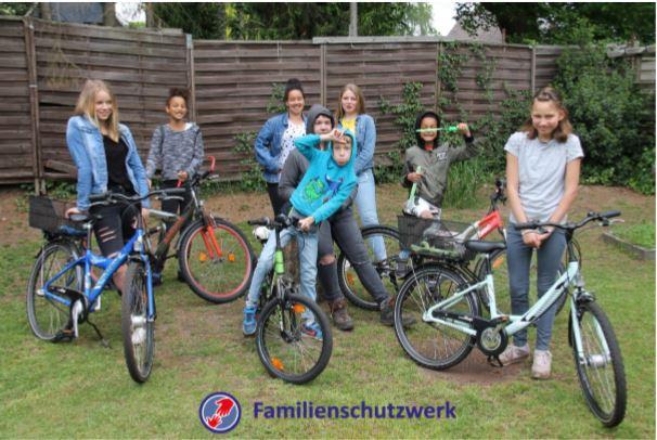 Neue Fahrräder für die Kinder aus dem Kinderheim